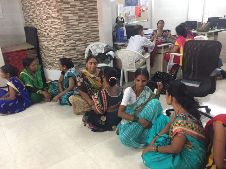 Moms exchange listening time in Dipali Veds workshop in Mumbai